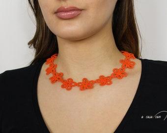 Collana girocollo margherite in pizzo chiacchierino color arancio gioiello Boho chic regalo per le amanti dei fiori