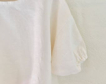Linen box top with elastic gathered sleeves