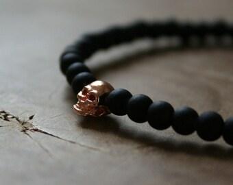 Black Rosé Skull: an elastic beaded bracelet with rosegold skull and matte black glass beads.