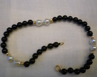 Single Strand Black Bead Bracelet with Fresh Water Pearl Accents