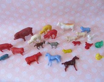 Antique farm set toys; mid-century animals for farm x 22