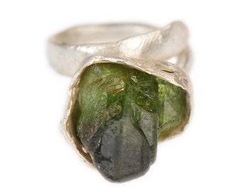 Raw Green Shaded Peridot Ring Primitive Modern Sculpture Jewelry