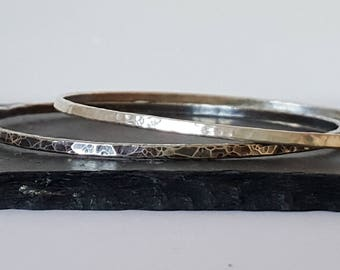 Round silver bangles. Fine silver, hammered and textured stacking bangles. One plain and one oxidised bangle. Pair of bangles. Gift idea.