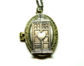 Picture keepsake locket Magnificent time machine Doctor Who Tardis, steampunk jewelry necklace, unique steam punk PoliceBox, gift for friend