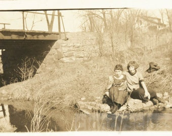 vintage photo 1933 Two Young Affectionate women Arms Around river Bank Lesbian int