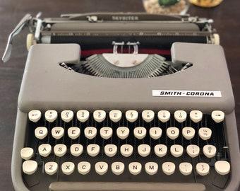 1950's vinatge Smith Corona portable typewriter