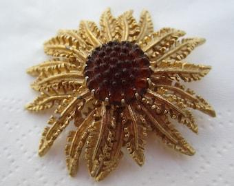 Vintage Hallmarked Sarah Coventry Jewelry Pin or Brooch Modern Star Burst Flower Like Design