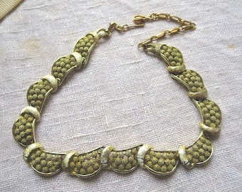 Chic 1950s Golden Brassy Necklace or Choker with Hook Clasp