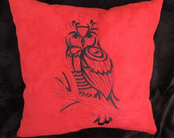 Cover cushion 40 x 40 cm embroidered. OWL blackwork embroidery