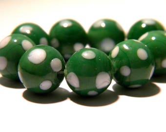 5 - 10 mm - Lampwork Murano glass bead is hand-green and white-G29-4