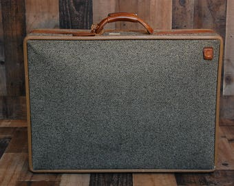 Vintage Hartmann Tweed and Leather Luggage, suitcase, vintage Hartmann tweed suitcase, leather handle, latches and lock in great condition