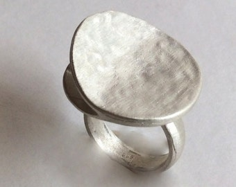 Sterling silver ring, Modern silver ring, boho silver ring, round silver ring, statement ring, cocktail ring, hammered ring - Love me R2137