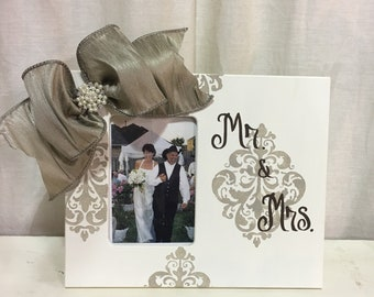 Mr & Mrs Ivory 4x6 Offset Frame with Taupe Damask Designs and Pearl Bow