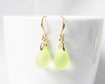 yellow earrings, yellow wedding, pale yellow bridesmaid earrings,yellow drop earrings,light yellow earrings
