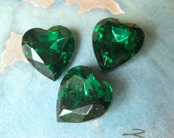 2 PC Vintage Czech Glass / Emerald Faceted Foil back Heart Stone 15mm - GG15