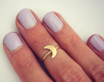 Crescent moon midi ring, 14k gold knuckle ring, Moon stacking ring - midi ring, hammered, textured knuckle ring