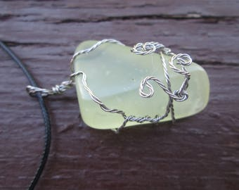 Pale green new jade necklace