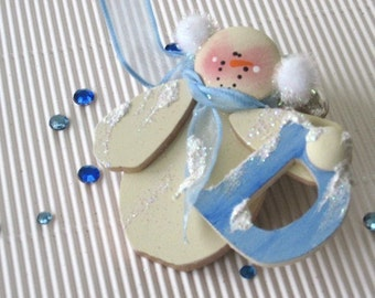 Personalize Holiday Ornament. Christmas Custom Ornament. Initial Snowman Ornament. Gift for Baby. Gift for kids. Gift for her. Gift under 15