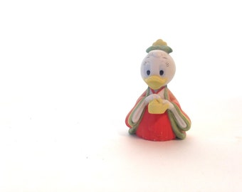 adorable Daisy Duck figurine; Disney collectible, tea party figurine, Easter kitschy childrens nursery decor; yesteryears pocelain figure