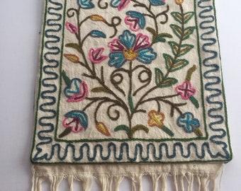 VINTAGE. floral. CREWEL. shoulder bag. BOHEMIAN. multicolored. 1970s.