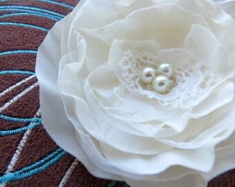 Ivory wedding flower hair clip, bridal hair flower, bridal hairpiece, bridal hair clip, wedding hair flower, wedding hair accessories
