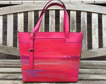 Hand-painted leather shopper of Italian quality leather.