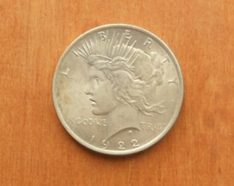 1922 (P) Philadelphia mint US Peace Dollar coin 90% silver  (pictured)