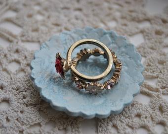Blue Ring Dish Lace Design