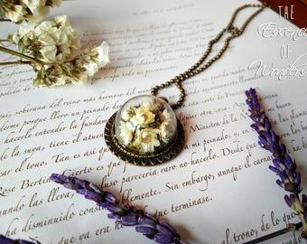 Cameo necklace, floral necklace, vintage pendant, dried flowers necklace, terrarium necklace, daisy pendant, floral jewelry