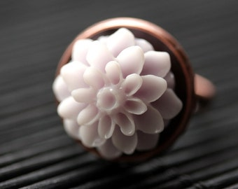 Pale Purple Mum Flower Ring. Pale Purple Chrysanthemum Ring. Pale Purple Flower Ring. Adjustable Ring. Handmade Flower Jewelry.