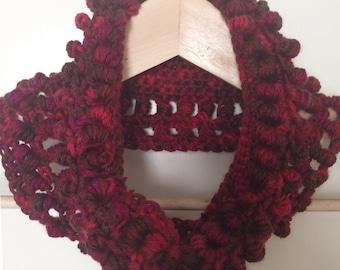 Instant download - Hello Bubbles - textural women's cowl - beginner crochet