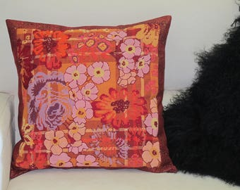 """Complete pillows with embroidered """"Indian canvas"""""""