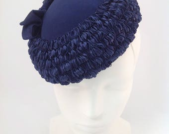 Navy blue, bow trimmed Pillbox
