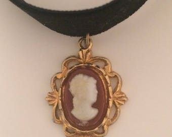 Poldark inspired black velvet and gold cameo choker. Real gold chain with charm to fasten!!