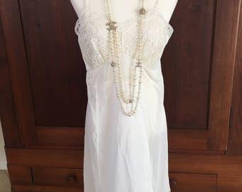 38 / Top Form / Slip / 100% Nylon Tricot / Dress With Lace / Vintage Lingerie / Medium