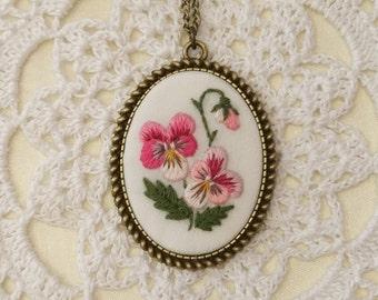 VP6 Vintage pansy necklace
