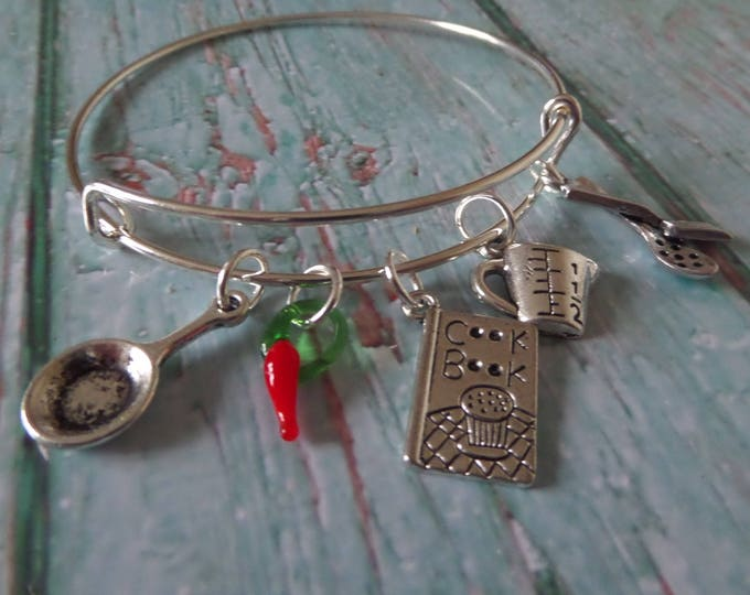 LOVE TO COOK Cooking Masterchef inspired 65mm silver tone 5 charm bangle fan gift jewellery Uk