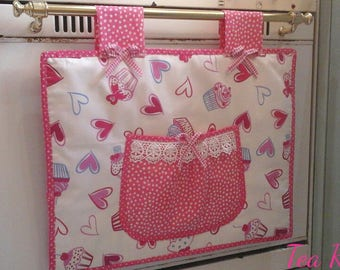 Cover the oven with hearts and cupcake in Fuchsia