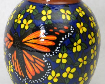 Small Vase Monarchs w Yellow Flowers(Item#84)