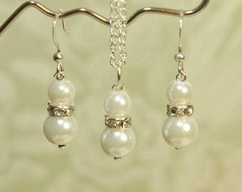 White Pearl Bridesmaid Earrings and Necklace Set -- White Pearl Earrings and Necklace Set -- Bridesmaid Set -- Bridesmaid Gift -- Pearl Set