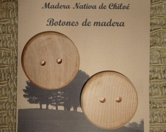 Round buttons in native wood of peanuts made out in Chiloé - Chile