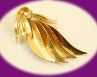 Vintage Brooch Ladies Vintage Spray Brooch Gold Gift For Her Vintage Jewelry Gold Brooch Woman's Jewelry Costume Jewelry Birthday Gift