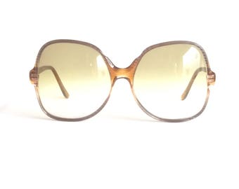 Jet Set 22873 Pre-Owned Pair of Sunglasses, Vintage 70's Oversized Pre-Owned Sunglasses