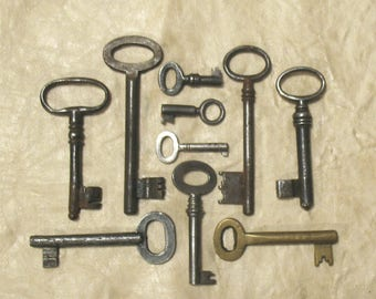 antique keys, antique skeleton keys, vintage keys, 10 genuine iron and brass skeleton ornate keys - old keys, keys lot (C-6).
