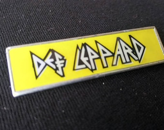 Def leppard , vintage pin 80s . for your collection.