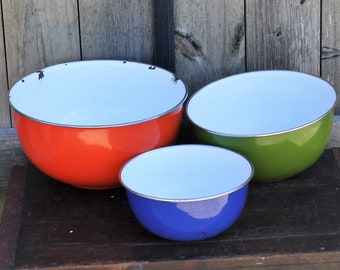 Vintage Enamelware Mixing Bowls, Set Of Three Colorful Enamel Bowls
