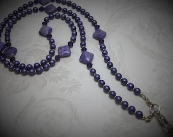 Charoite mauve et longe de Faux collier de perles