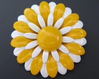 Vintage Enamel Flower Power Pin Yellow White Daisy Brooch
