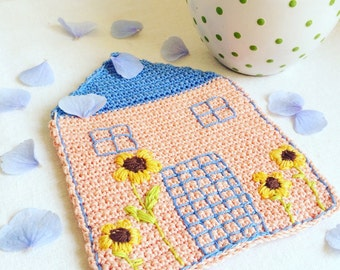 Crochet House Coaster - Pink House - Sunflower Decor - Farmhouse Table Decor - Rustic Kitchen Decor - Mothers Day Gift - Wedding Gift