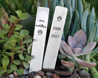 Pet Memorial Garden Markers, Stainless Steel Pet Garden Stakes, Paw Print Herb Markers for Pet Memorial